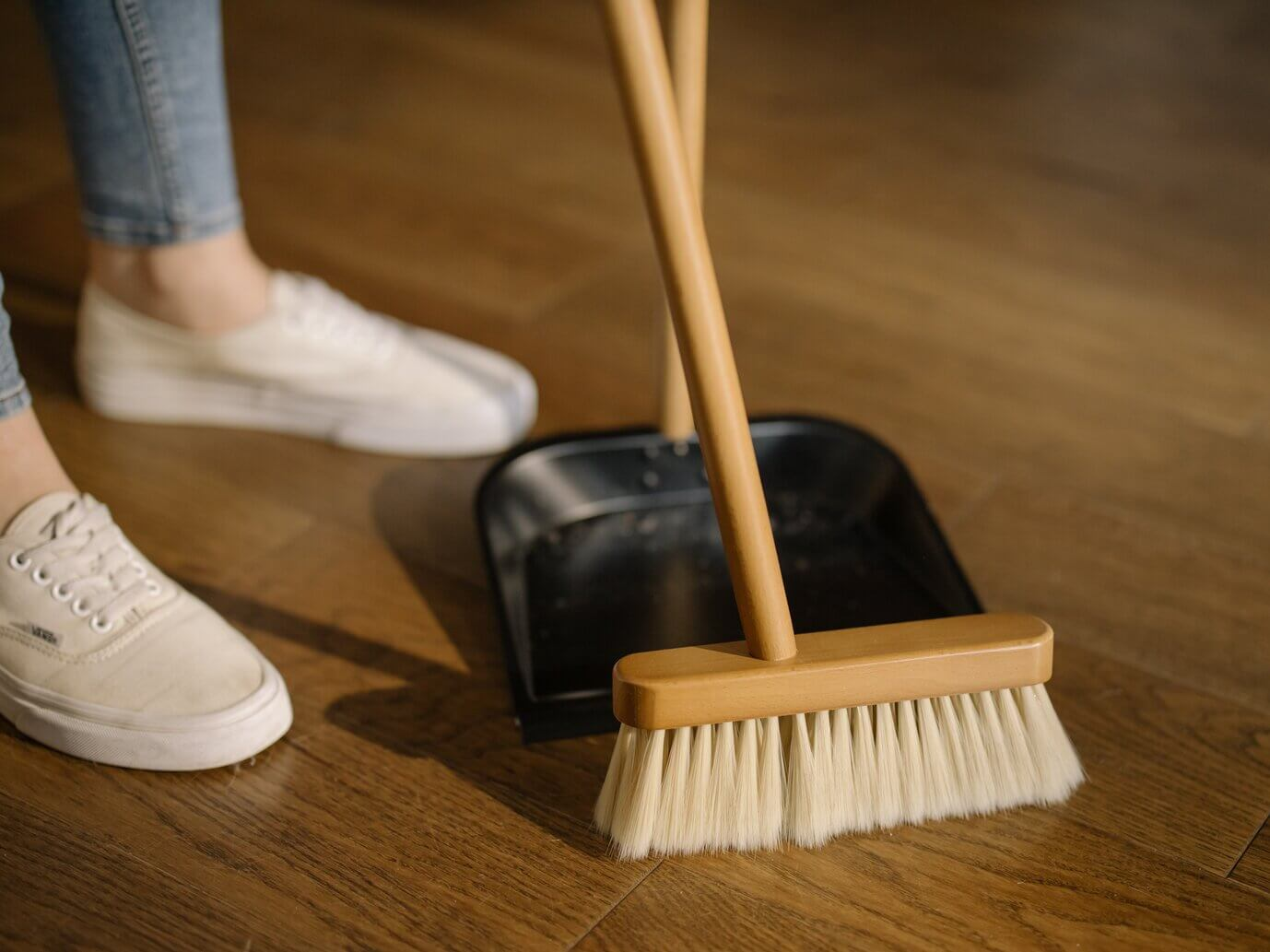 Our TOP SECRET Tips To Help You Clean Your Apartment Efficiently
